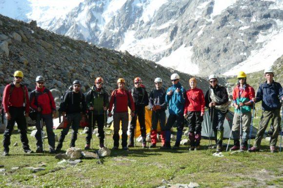 Дружная команда альпинистов