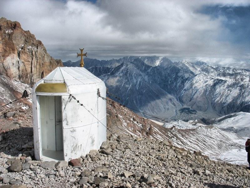Здесь ближе к Богу на 4000 м, поэтому больше шансов быть услышанным :)