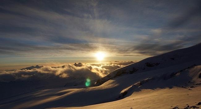 Восход солнца на Эльбрусе