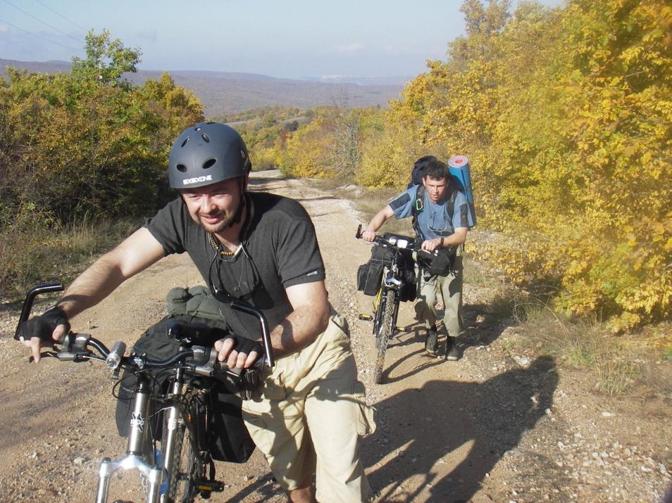 Вместе толкаем велосипеды