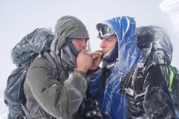 Курильщик курильщика видит издалека....