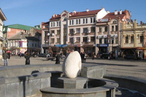 Памятник Яйцу, Ивано-Франковск