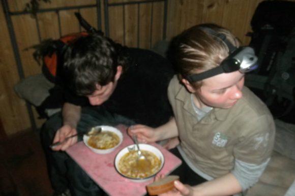 Самая вкусная походная еда - это горячая еда
