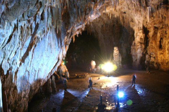 Огромный пещерный зал