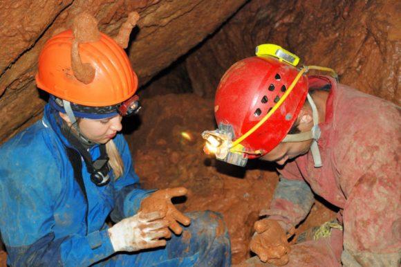 В пещере иногда грязно